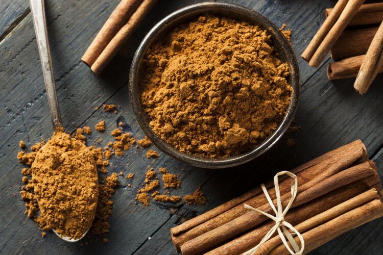 Organic,Raw,Brown,Cinnamon,On,A,Background